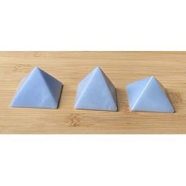 Angelit ásvány piramis