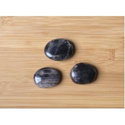 Fekete holdkő ásvány lencse