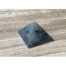 Labradorit ásvány piramis  4,5 cm