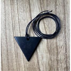 Sungit ásvány medál háromszög 4cm