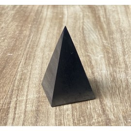 Sungit ásvány piramis (magas) 3cm